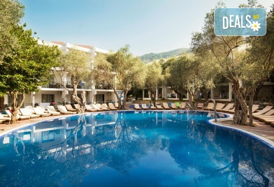Лятна почивка във Vilе Oliva 4*, Черна гора: 5 нощувки, закуски и вечери, транспорт