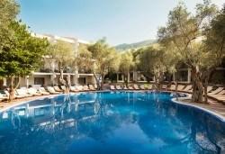 4-звездна почивка в Черна гора! 5 нощувки със закуски и вечери във Vilе Oliva, транспорт, фотопауза на Шкодренското езеро и о-в Свети Стефан - Снимка