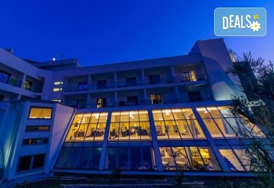 4-звездна почивка в Черна гора! 5 нощувки със закуски и вечери във Vilе Oliva, транспорт, фотопауза на Шкодренското езеро и о-в Свети Стефан - Снимка 2