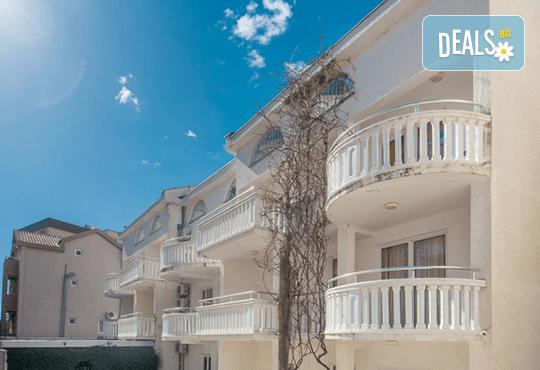 Лятна почивка в Hotel Boris, Черна гора: 5 нощувки, закуски и вечери, транспорт