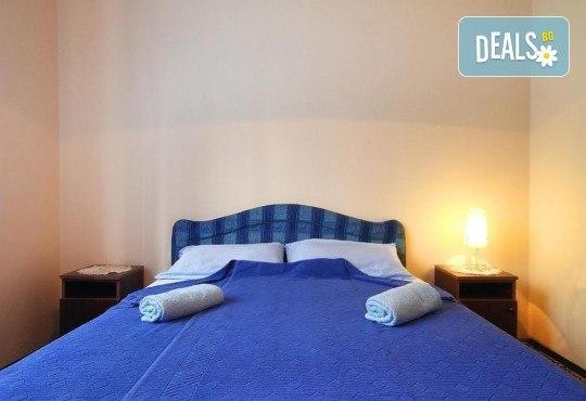 Лятна почивка на Черногорската ривиера! 5 нощувки със закуски и вечери във Hotel Boris, транспорт, фотопауза на Шкодренското езеро, каньона на р. Ибър и р. Морача - Снимка 2