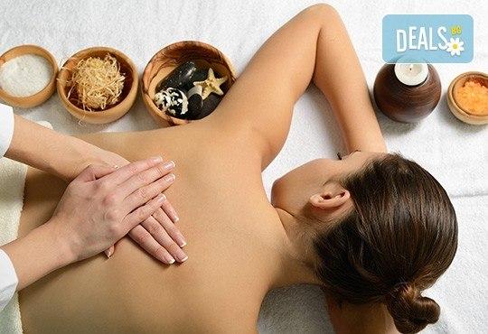 Лечебен масаж на гръб и обработване на ръце с масло от канабис CBD в Салон за красота Вили - Снимка 1