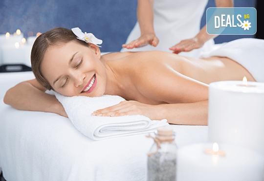 Релаксиращ масаж на гръб и ръце с лайка в Салон за красота Вили