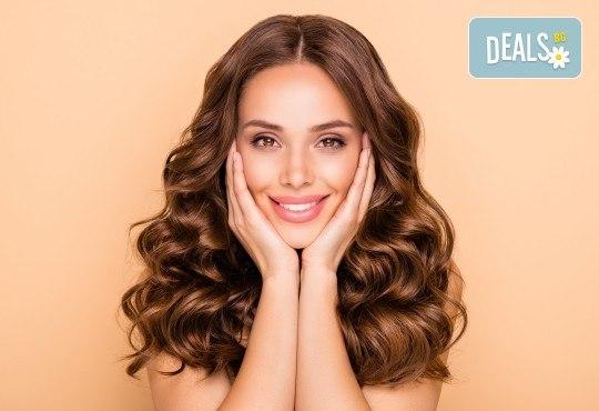 Ултразвуково почистване на лице и терапия по избор: лифтинг, анти-акне, хидратираща, хиалуронова или кислородна в салон за красота Вили - Снимка 1