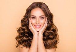 Ултразвуково почистване на лице и терапия по избор: лифтинг, анти-акне, хидратираща, хиалуронова или кислородна в салон за красота Вили - Снимка