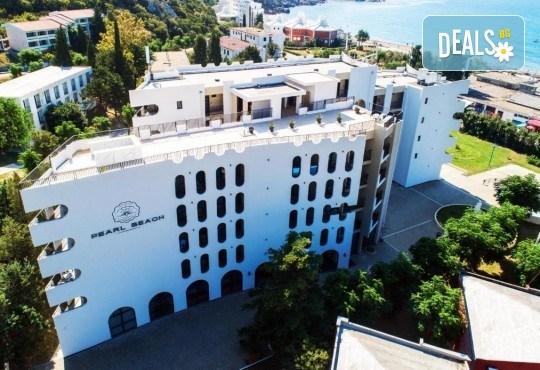 Лукс почивка на Черногорската ривиера! 5 нощувки със закуски и вечери във Hotel Pearl Beach 4* и транспорт, възможност за посещение на Дубровник - Снимка 1