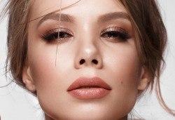 Приковаващ поглед! Поставяне на 3D мигли Russian Volume Lashes в салон за красота Madonna в Центъра - Снимка
