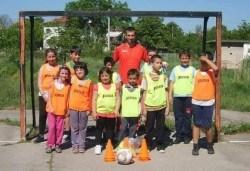 Футболно парти за детски рожден ден с много забавни игри на отбори, професионален треньор и музикална апаратура от Детски център Щастливи деца - Снимка