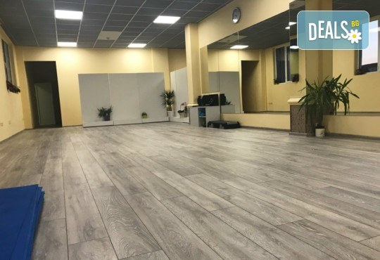 Студио за аеробика и танци Фейм - 4 тренировки по избор от комбинирана гимнастика, йога стречинг, Fat Burning Class, Zumba, PortDeBras - Снимка 6