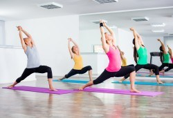 Студио за аеробика и танци Фейм - 4 тренировки по избор от комбинирана гимнастика, йога стречинг, Fat Burning Class, Zumba, PortDeBras - Снимка