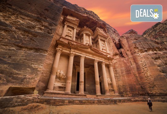 Екзотична екскурзия до Йордания през есента! 4 нощувки със закуски и вечери в хотел 3*/4*, самолетен билет и трансфери, посещение на Петра и джип сафари в пустинята Вади Рум - Снимка 1