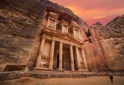 Екзотична екскурзия до Йордания през есента! 4 нощувки със закуски и вечери в хотел 3*/4*, самолетен билет и трансфери, посещение на Петра и джип сафари в пустинята Вади Рум - Снимка