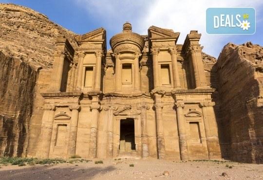 Екзотична екскурзия до Йордания през есента! 4 нощувки със закуски и вечери в хотел 3*/4*, самолетен билет и трансфери, посещение на Петра и джип сафари в пустинята Вади Рум - Снимка 2