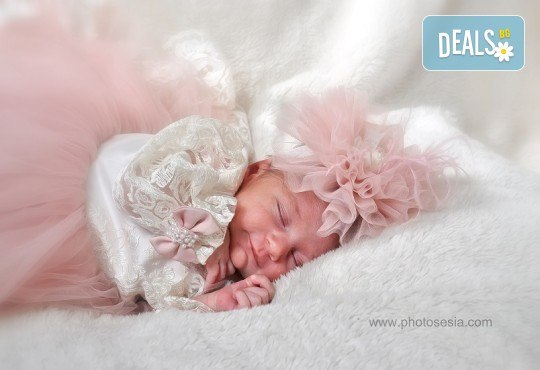 Лятна фотосесия в студио - бебешка, детска, индивидуална или семейна + подарък: фотокнига, от Photosesia.com - Снимка 1