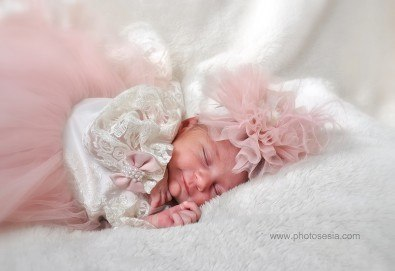 Лятна фотосесия в студио - бебешка, детска, индивидуална или семейна + подарък: фотокнига, от Photosesia.com - Снимка