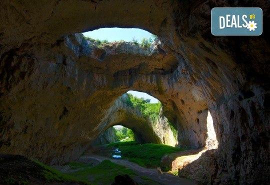 На 18.07. до Деветашката пещера и Крушунските водопади: транспорт от Плевен и водач