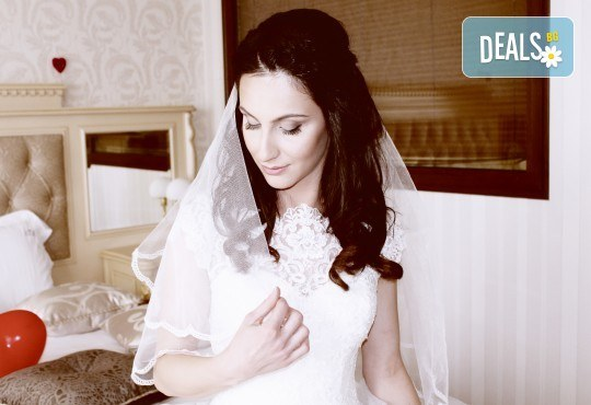 Фото и видеозаснемане на сватбено тържество с включени арт фотосесия, видеоклип, монтаж и подарък: флашка с гравиран надпис по избор от New Line Production - Снимка 19