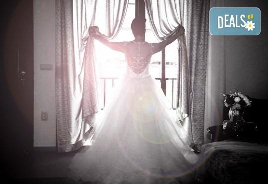 Фото и видеозаснемане на сватбено тържество с включени арт фотосесия, видеоклип, монтаж и подарък: флашка с гравиран надпис по избор от New Line Production - Снимка 21