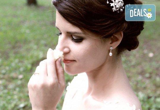 Фото и видеозаснемане на сватбено тържество с включени арт фотосесия, видеоклип, монтаж и подарък: флашка с гравиран надпис по избор от New Line Production - Снимка 3