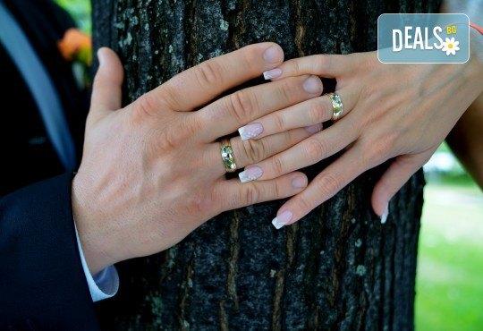 Фото и видеозаснемане на сватбено тържество с включени арт фотосесия, видеоклип, монтаж и подарък: флашка с гравиран надпис по избор от New Line Production - Снимка 26