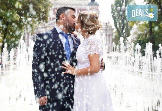 Фото и видеозаснемане на сватбено тържество с включени арт фотосесия, видеоклип, монтаж и подарък: флашка с гравиран надпис по избор от New Line Production - Снимка 29
