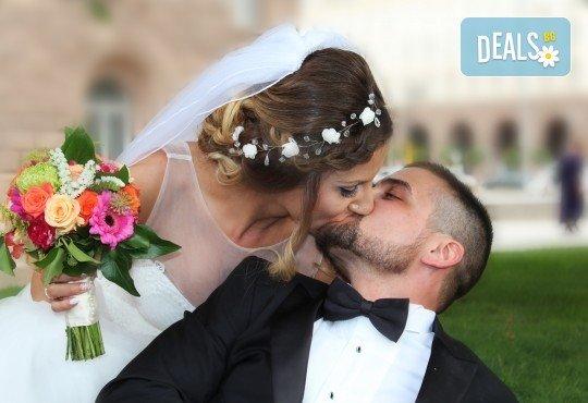 Фото и видеозаснемане на сватбено тържество с включени арт фотосесия, видеоклип, монтаж и подарък: флашка с гравиран надпис по избор от New Line Production - Снимка 30