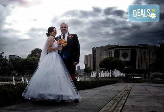 Фото и видеозаснемане на сватбено тържество с включени арт фотосесия, видеоклип, монтаж и подарък: флашка с гравиран надпис по избор от New Line Production - Снимка 5
