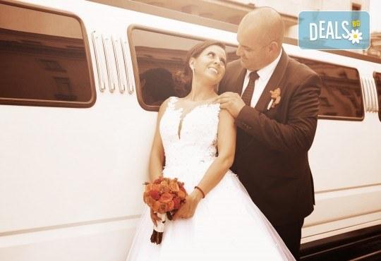 Фото и видеозаснемане на сватбено тържество с включени арт фотосесия, видеоклип, монтаж и подарък: флашка с гравиран надпис по избор от New Line Production - Снимка 7