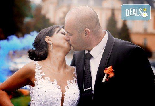Фото и видеозаснемане на сватбено тържество с включени арт фотосесия, видеоклип, монтаж и подарък: флашка с гравиран надпис по избор от New Line Production - Снимка 8