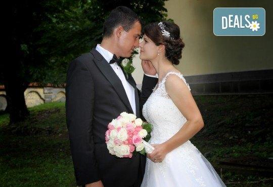 Фото и видеозаснемане на сватбено тържество с включени арт фотосесия, видеоклип, монтаж и подарък: флашка с гравиран надпис по избор от New Line Production - Снимка 6