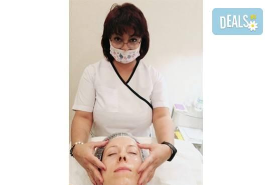 Антиейдж терапия и почистване на лице с диамантено микродермабразио в салон за красота Неви в Центъра - Снимка 4