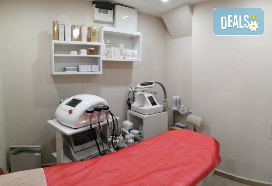Антиейдж терапия и почистване на лице с диамантено микродермабразио в салон за красота Неви в Центъра - Снимка 9