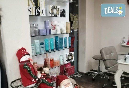 Антиейдж терапия и почистване на лице с диамантено микродермабразио в салон за красота Неви в Центъра - Снимка 10