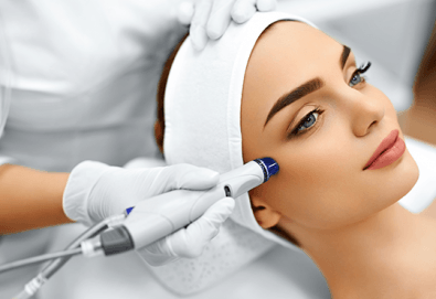 Антиейдж терапия и почистване на лице с диамантено микродермабразио в салон за красота Неви в Центъра - Снимка
