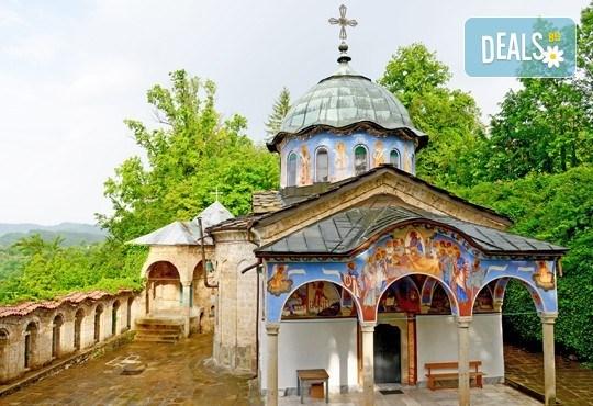 Еднодневна екскурзия до Габрово, Етъра, Къкринското ханче и Соколския манастир! Транспорт и водач от Дари Травел - Снимка 4