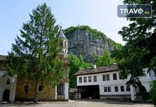 Еднодневна екскурзия до Трявна, Дряновския манастир, пещерата Бачо Киро и Боженци - транспорт от Плевен и водач от Дари Травел - Снимка 1