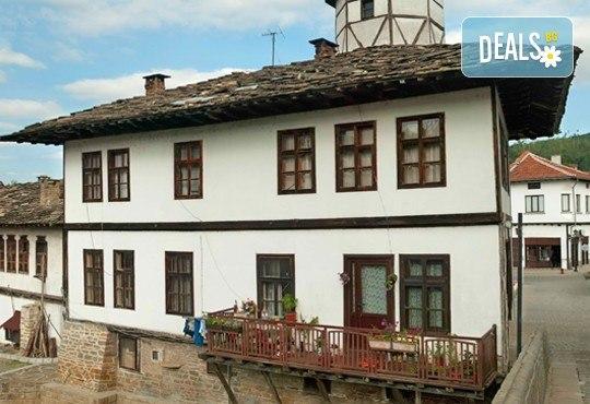 Еднодневна екскурзия до Трявна, Дряновския манастир, пещерата Бачо Киро и Боженци - транспорт от Плевен и водач от Дари Травел - Снимка 4