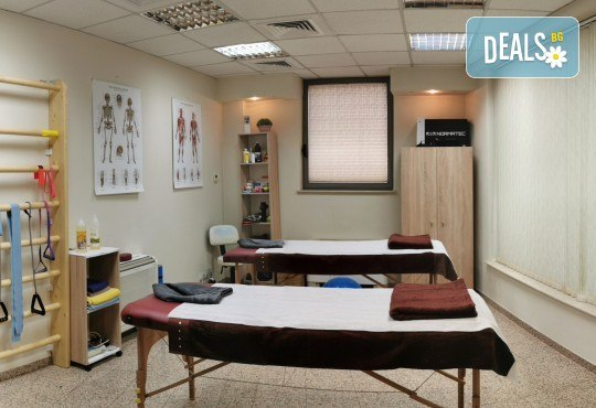 Терапевтична процедура против болки в гърба, кръста и врата в Студио за физиотерапия и масаж Physio Arthro - Снимка 2