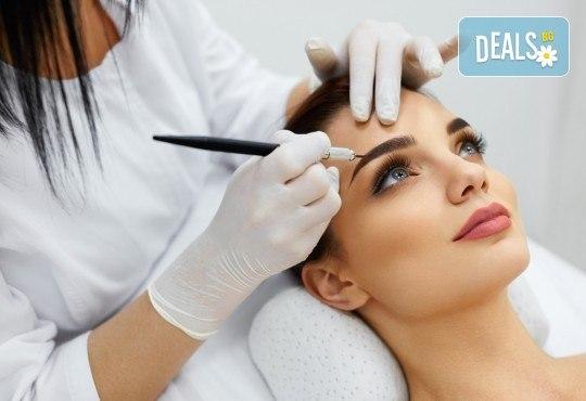 3D перманентен грим на вежди по метода косъм по косъм със специализиран апарат или микроблейдинг с писалка от Royal Beauty Center! - Снимка 1