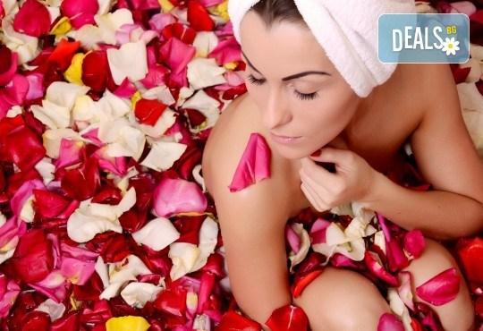Подарете си истинско СПА изживяване! Релаксиращ масаж на цяло тяло с масло от роза, плюс масаж на лице и колагенова терапия в Mery Relax - Снимка 1