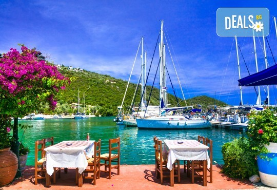 Лято на остров Лефкада: 5 нощувки и закуски, транспорт и водач