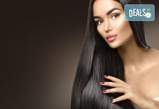 Красиви и подхранени коси! Боядисване на корени с професионална италианска боя, подстригване, измиване и оформяне със сешоар тип подсушаване в Beauty Salon Tesori - Снимка 2