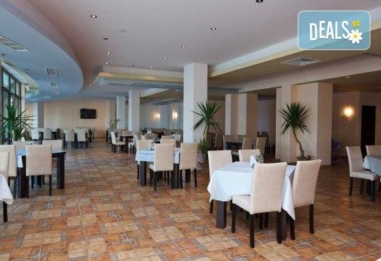 Почивка на супер цена в Свети Влас! 5 нощувки на база All Inclusive в Хотел Свети Георги, транспорт, ползване на басейн, чадър и шезлонг - Снимка 5