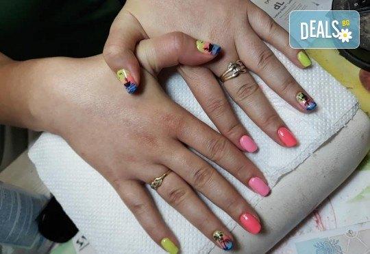 Лято е! Mаникюр или маникюр + педикюр с гел лак BlueSky, 2 или 4 декорации, вграждане на камъчета и ефекти от Салон Мечта - Снимка 22