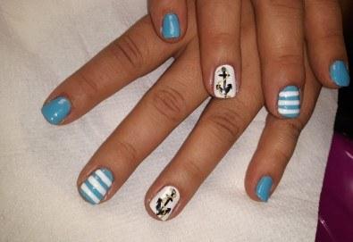 Лято е! Mаникюр или маникюр + педикюр с гел лак BlueSky, 2 или 4 декорации, вграждане на камъчета и ефекти от Салон Мечта - Снимка