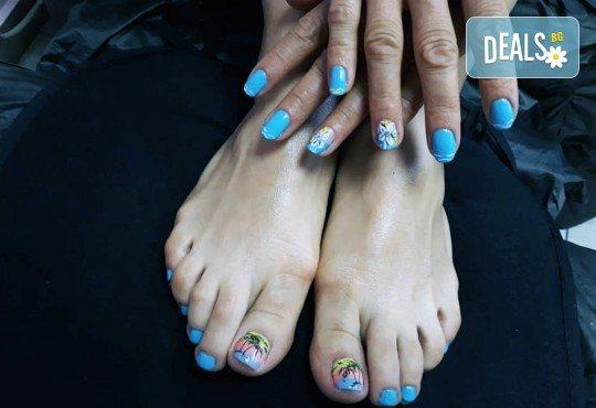 Лято е! Mаникюр или маникюр + педикюр с гел лак BlueSky, 2 или 4 декорации, вграждане на камъчета и ефекти от Салон Мечта - Снимка 10