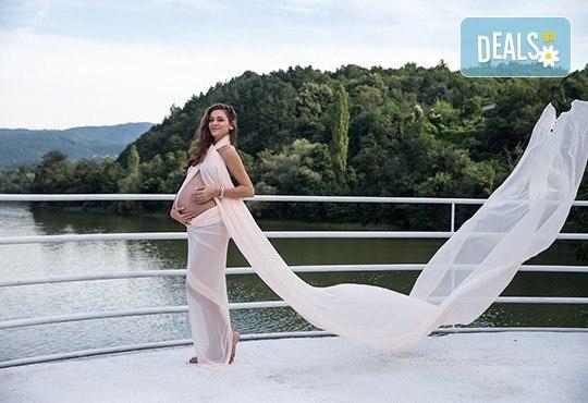 Лято е! Фотосесия за бременни на открито с включени аксесоари и рокли + обработка на всички заснети кадри, от Chapkanov photography - Снимка 4