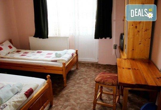 Почивка за ДВАМА в Добринище! 2 нощувки със закуски и 1 вечеря за ДВАМА в къща за гости Андрееви - Снимка 14