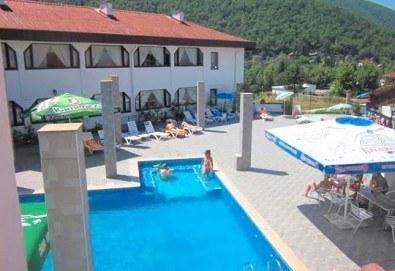 Релакс в СПА хотел Виктория, Брацигово! 1 нощувка със закуска и вечеря и ползване на басейн, безплатно за дете до 5.99 години - Снимка