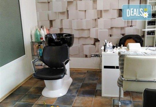Мануално почистване на лице, ензимен пилинг и ултразвук с ампула Q10 коензим + маска с млечен протеин и витамини в студио Нова - Снимка 7